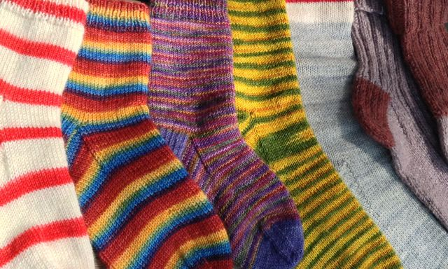 "<a href=""http://threebagsfull.ca/classes/beginner-socks/"">Learn to Knit Socks</a>"